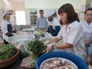 Bảo đảm sức khỏe người bệnh từ bếp ăn bệnh viện