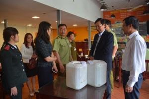 Vụ rượu siêu rẻ tại Hưng Yên: Có dấu hiệu làm giả giấy chứng nhận VSATTP