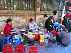 Ngộ độc thực phẩm: Người tiêu dùng rước họa vì sự dễ dãi