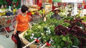 Nhiều siêu thị sử dụng lá chuối làm bao bì thay cho ni-lông