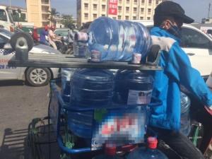 Cảnh giác với nước uống đóng chai và nước đá