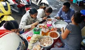 Đảm bảo an toàn cho bữa ăn tập thể: Cần chế tài mạnh tay!