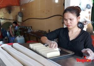 Chờ kết quả xét nghiệm, cơ sở sản xuất đậu phụ lao đao vì tin đồn dùng hóa chất cấm