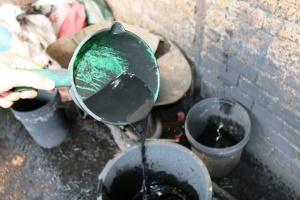 Xử lý như thế nào vụ nhuộm cà phê bẩn bằng pin ở Đắk Nông?
