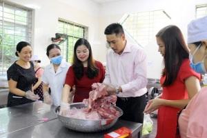 Khuyến khích phụ huynh chủ động giám sát thực phẩm an toàn vào trường học