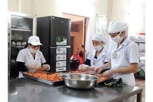 Hiệu trưởng trường mầm non chịu trách nhiệm chính về vệ sinh an toàn thực phẩm