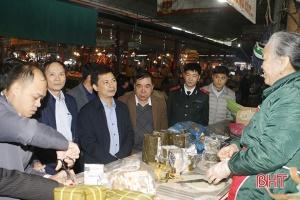 Tư lệnh 2 ngành thị sát an toàn vệ sinh thực phẩm tại Chợ TP Hà Tĩnh