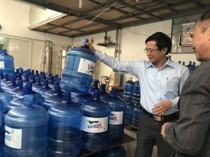 Tăng cường kiểm tra các cơ sở sản xuất nước uống đóng chai