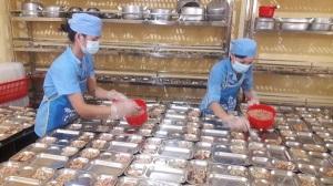 Kiểm tra việc chấp hành các quy định về an toàn thực phẩm tại bếp ăn tập thể của trường học huyện Hoài Đức- Hà Nội
