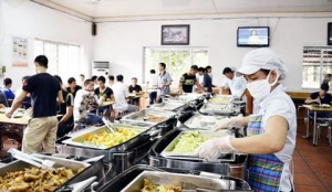 Phát hiện 20 bếp ăn tập thể vi phạm: Nóng mối lo ngộ độc thực phẩm mùa Hè